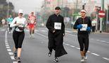Maratón en la ciudad polaca de Poznań: la importancia de la sotana