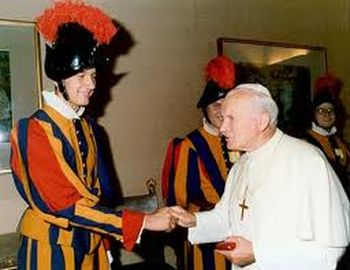 Juan Pablo II y el guardia suizo