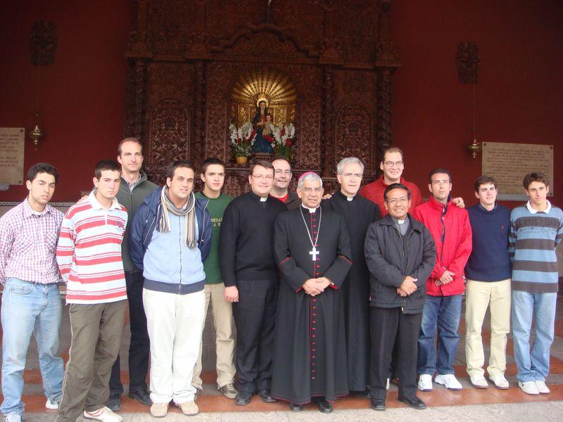 Con el Señor Obispo de Cañete