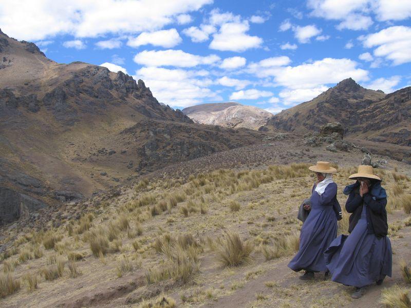 La misioneras camino de Pachachaca