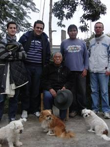Almudi.org - Esteban Boluda, el segundo a la izquierda, durante el visiteo